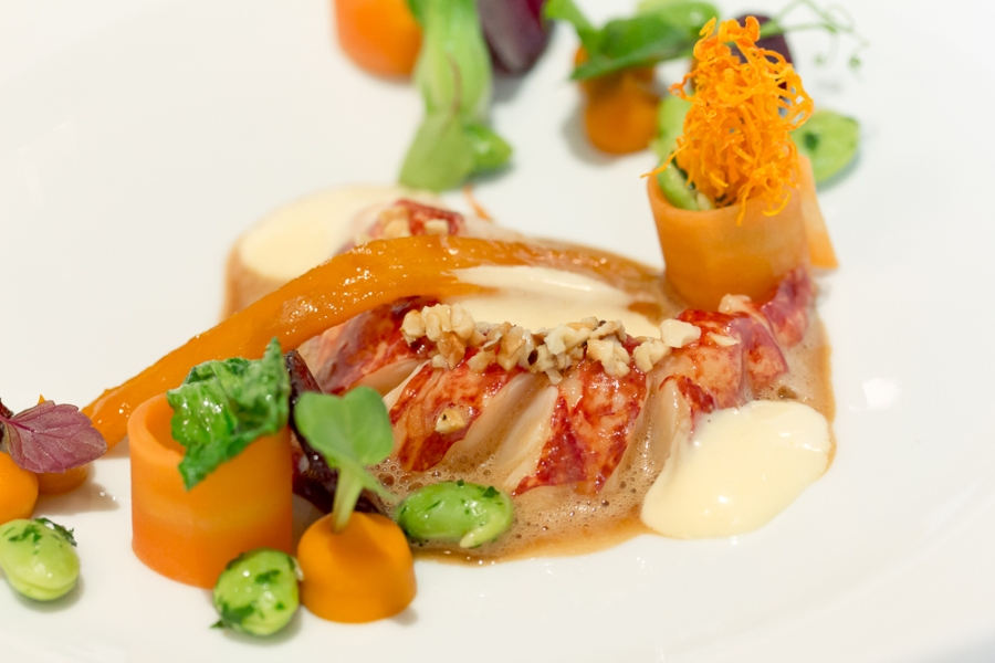 Blue Lobster: Gently cooked / Potpourri of carrots / Edamame & Pak Choy / Miso-Passion Fruit / Hollandaise